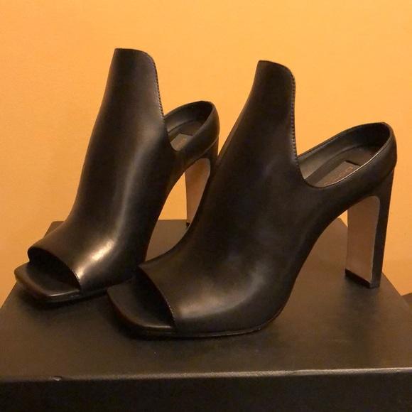ea0f3e9ce19f7 Donna Karan DKNY Sutton Mule Leather Shoe NWT